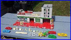 1950's 60's Tin Toy Marx Hi Test Service /Gas Station With Cars Figurines & Extras
