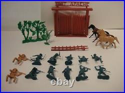 1950s MARX FORT APACHE SET w STOCKADE WALLS FIGURES HORSES & MORE LOT