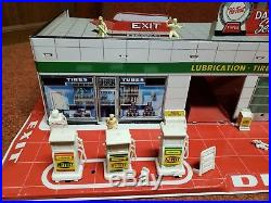 1960's MARX SUPER SERVICE CENTER TIN GAS STATION PLAYSET