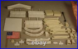1960's Marx The White House plastic playset & Presidents figures in box play set
