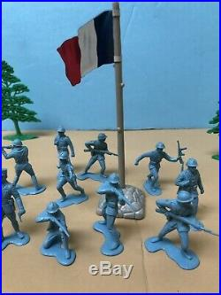 1964 Marx European Battleground Playset FRENCH Tin Litho Flag &Original Soldiers