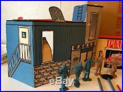 1966 Marx Man From UNCLE Target Play Set 11 Figures 4 Cardboard Darts 79-306C