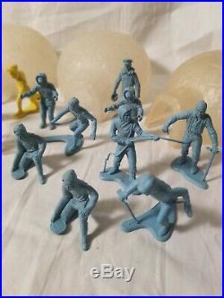 43pcs Vintage 1950s Marx Arctic Explorer Playset Pieces Eskimo Plastic Figures
