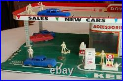 Antique model service station / excellent condition and art work