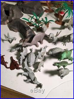 Louis Marx Prehistoric Play Set 3388 Cavemen, Dinosaurs box Nice Set