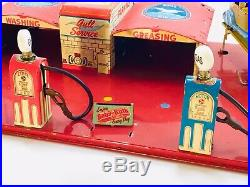 MARX 1930s TIN / PRESSED STEEL BATTERY OPERATED GULL SERVICE STATION PLAY SET