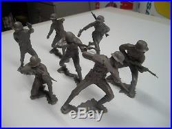 MARX BATTLEGROUND 6 GERMAN SOLDIER GROUP 7PCS WithSTABBING DOWN MAN RARE