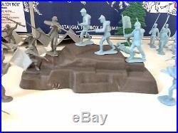 MARX DEVIL'S DEN -BATTLE OF THE BLUE & GRAY PLAY SET -No. 2646- 100% in VG BOX