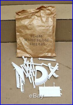 MARX THE WHITE HOUSE with 10 FIGURES, INSTRUCTIONS, PRESIDENTS BOOKLET & CATALOG