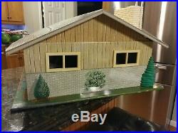 MARX Tin 5025 Lift Off Roof Rooster Ranch Tin Contemporary DollHouse & Furniture