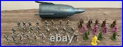 RARE VTG 1960s Giant Hong Kong Space Ship 13 Alien 26 Soldier Figure Toy Marx