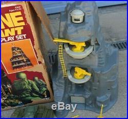 VINTAGE 1970'S WWII NAVARONE GIANT PLAY SET MARX TOYS With FIGURES TANKS BOX #4302
