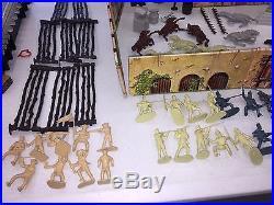 Vintage 1950-60's Marx DAVY CROCKETT at the ALAMO Play Set withBox playset Disney