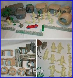 Vintage 1961 Louis Marx Flintstone Village Playset #4672 Hanna Barbera figures