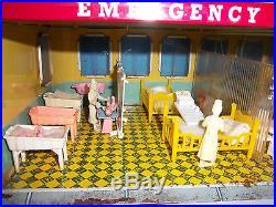 Vintage Dollhouse Mettoy Hospital-Emergency Ward 10-Marx, Playmobil, Ideal Items
