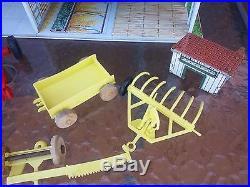Vintage Marx Pedigree Farms Set Tin Litho Barn Silo Tractor Equipment