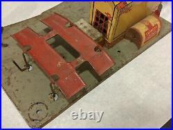 Vintage Marx Tin Litho Roadside Rest Service Gas Filling Station 1930s