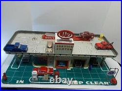Vtg MARX Tin Lithograph Service Station withWorking Elevator & Painted Accessories